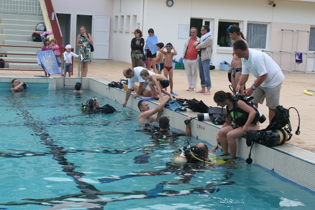 La piscine nozay 44 for Piscine 44